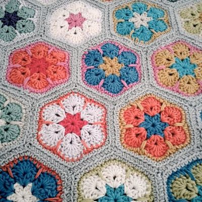 African flower pattern. / crochet ideas and tips - Juxtapost