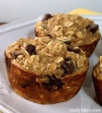 Banana Chocolate Chip Oatmeal Muffins 3 c old-fashioned oats 1/2 c apple sauce 2 tsp baking powder 2 tbs ground chia or applesauce 1 1/4 c plant milk 3/4 c mashed bananas 1 tsp vanilla 3/4 cup vegan chocolate chips Preheat oven to 350°. Combine dry ingre...