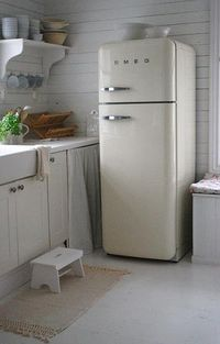 would love to have a fridge like that!