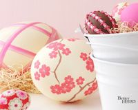 Pretty pink Easter egg wallpaper for your laptop.