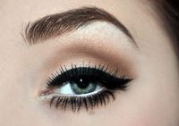 Thick winged eye liner