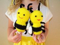 Baby Bumble Bee - Free Crochet Pattern. So cute and we used these for teacher gifts at the end of the year