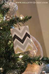 make a chevron Christmas ornament