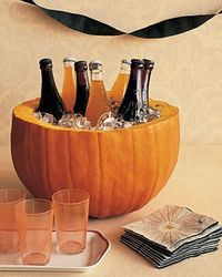 Halloween themes : drinks container. table decor