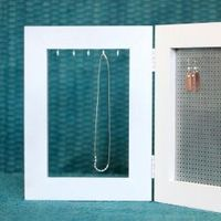 This jewelry stand for earrings and necklaces is simple and easy to make