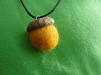 felt acorn necklace tutorial