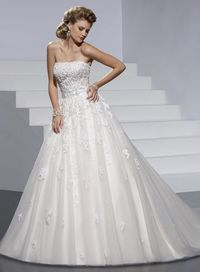 Fashionable strapless natural waist net wedding dress