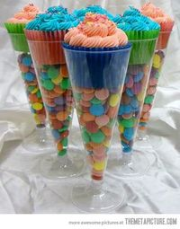 Cupcakes in dollar store champagne flutes�€�Happy New Year! Supercute
