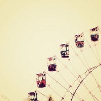 Ferris Wheel in Vintage Pales