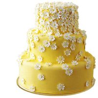 Ooh! Daisy. Yellow and white 'Sweet Little Daisies' wedding cake. #Celebstylewed #Tier #Spring.